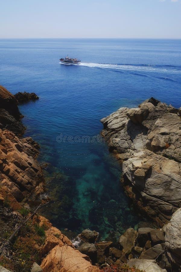 Mittelmeerküste in Spanien lizenzfreie stockfotos