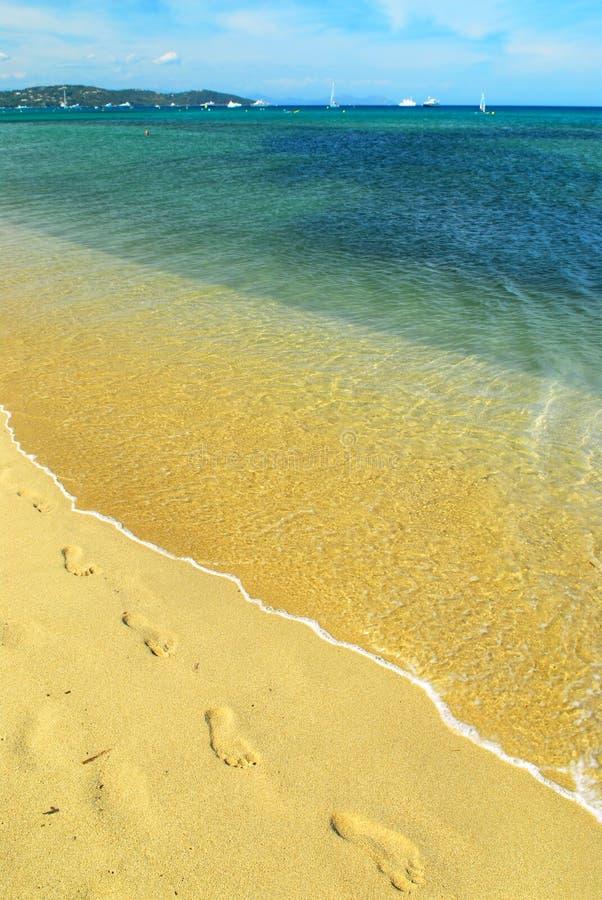 Mittelmeerstrand stockfotografie