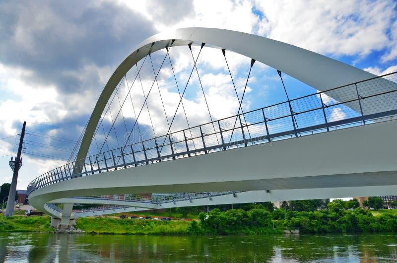 Mittelstraßen-Brücke lizenzfreie stockfotografie