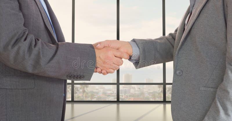 Mittelteil von den Geschäftsfachleuten, die Hände rütteln stockbilder