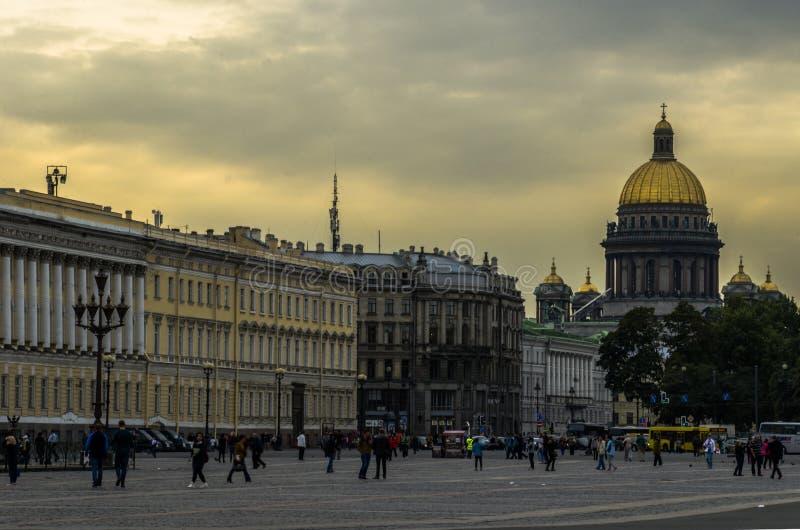 Mitten av St Petersburg arkivbild