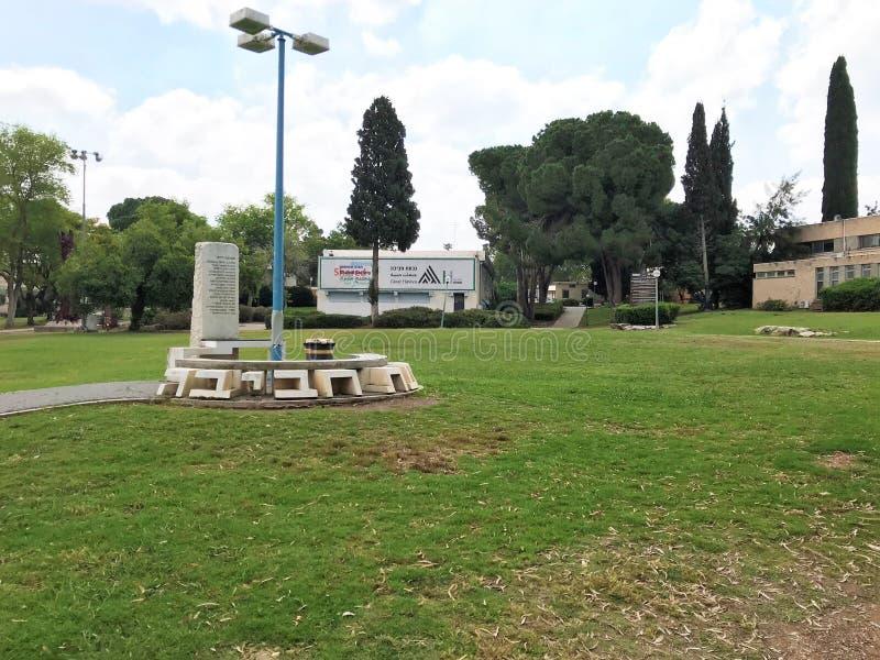 Mitten för ett delat samhälle på Givat Haviva arkivbilder