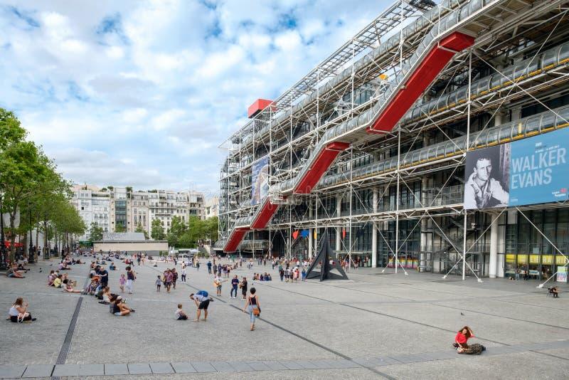 Mitten Georges Pompidou, ett berömt modern konstmuseum i Paris royaltyfri bild