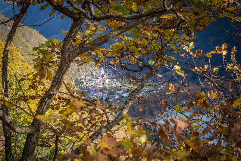 Mitten in Herbst stockfoto