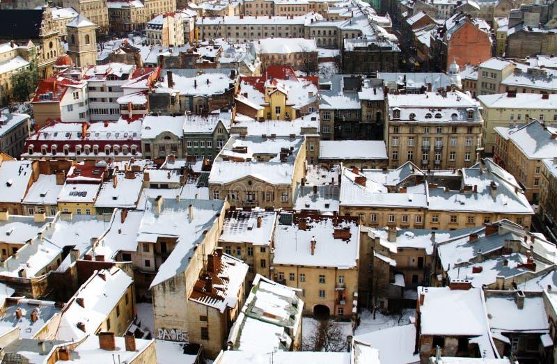 mitten räknade lviv rooftopssnow arkivfoto