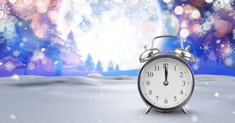 Mitternachtsuhr in der Weihnachtswinterlandschaft stockfotografie