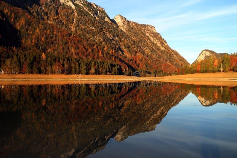 Mittersee See Autumn Reflections lizenzfreie stockfotografie