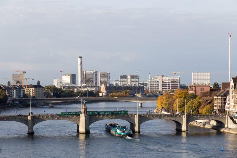 Mittlere Brücke über dem Rhein in Basel lizenzfreie stockfotos