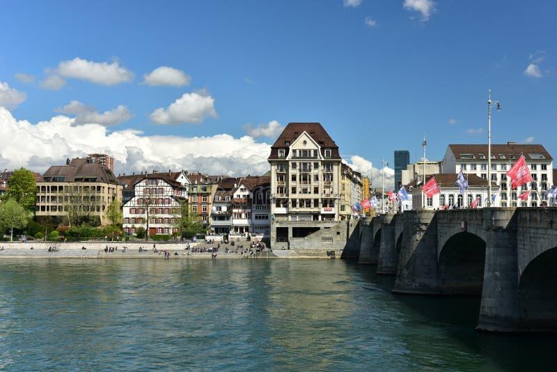Mittlere Brücke über dem Rhein Stadt von Basel, die Schweiz lizenzfreie stockfotografie