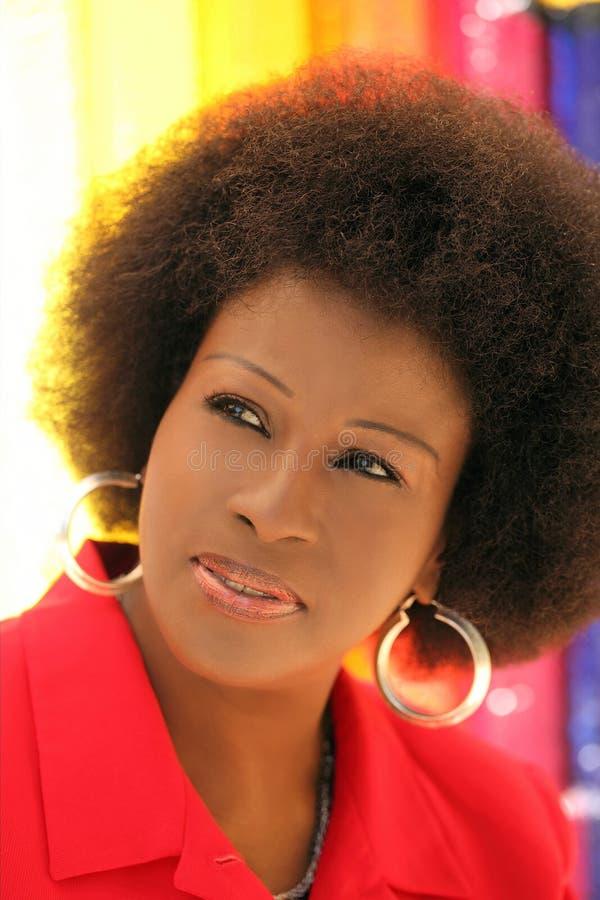 Mittlere gealterte Afroamerikaner-Frau stockfotos