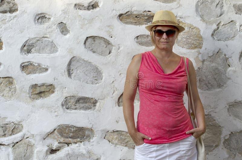 Mittlere gealterte Frau lizenzfreies stockfoto