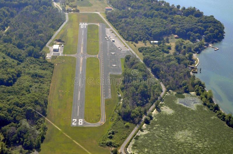 Mittlerer Bass Island Airport, von der Luft stockfotografie