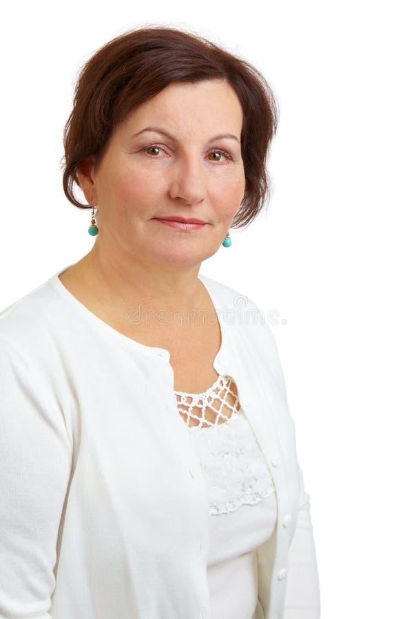 Mittleres gealtertes Frauenportrait stockfotos