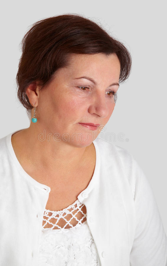 Mittleres gealtertes Frauenportrait stockbilder
