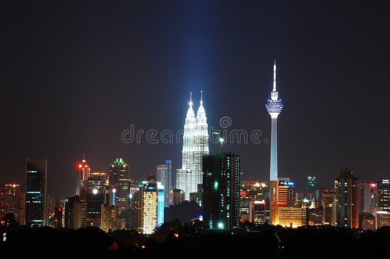 mittstadsKuala Lumpur natt royaltyfri bild