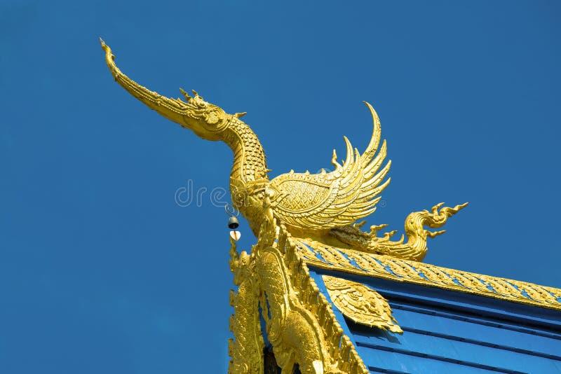 Mityczny smok na dachu b??kitny ?wi?tynny Wat Rong Przypala Tean Chiang Raja, Tajlandia obraz royalty free