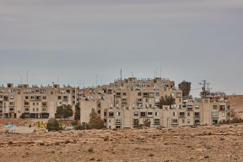 Mitzpe Ramón, el 2 de diciembre de 2016: Una pequeña calle en el Negev imágenes de archivo libres de regalías