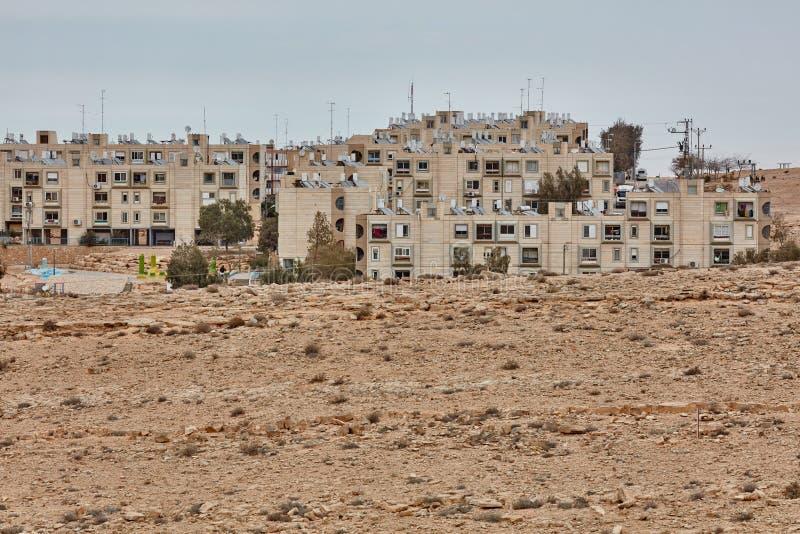 Mitzpe Ramón, el 2 de diciembre de 2016: Una pequeña calle en el Negev foto de archivo libre de regalías