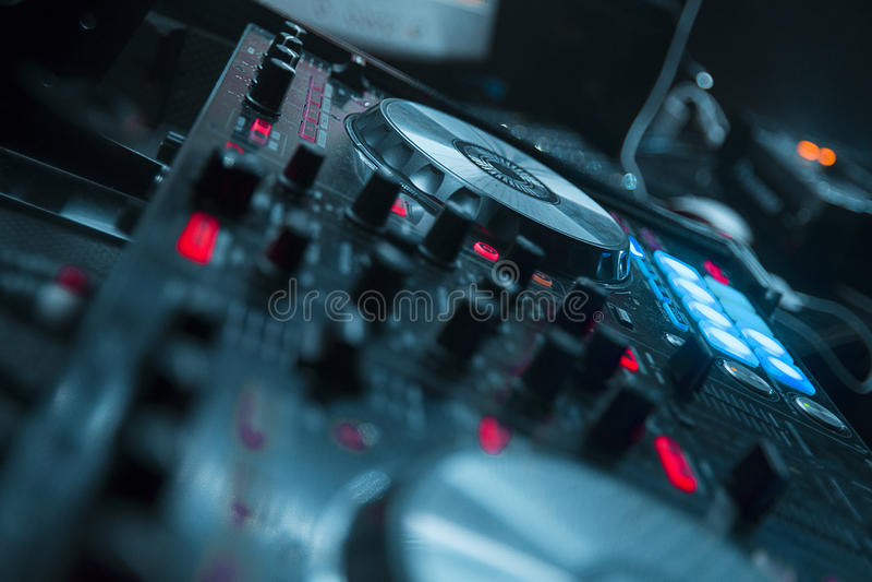 Mixer met grijze tonen in nachtpartij royalty-vrije stock afbeeldingen