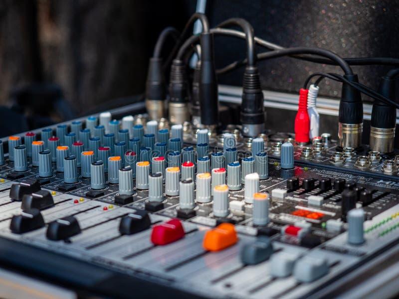 Mixeur son pour le groupe de rock image libre de droits