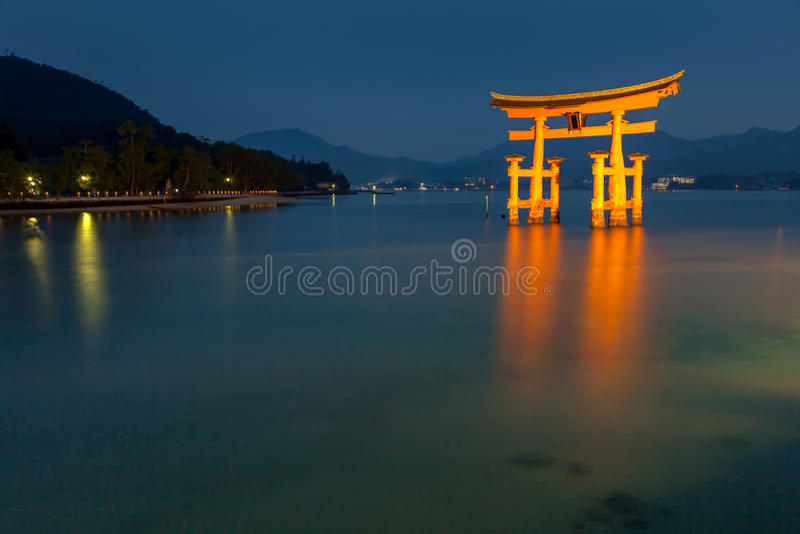 Miyajima Hiroshima, Japan på den sväva porten arkivbilder