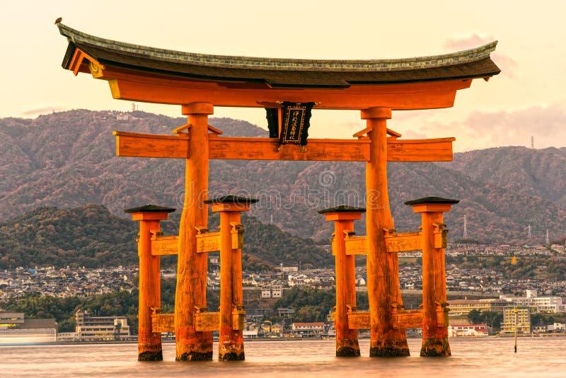 Miyajima Torii port, Japan royaltyfria foton