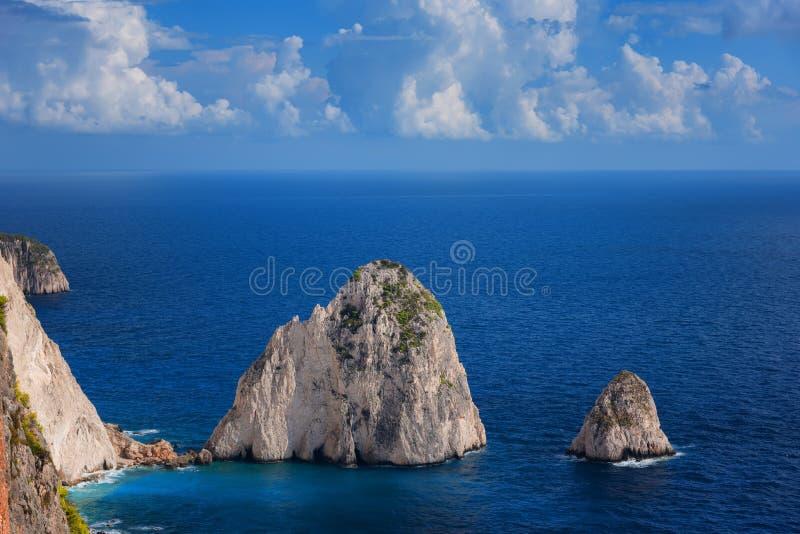 Mizithresen, litet och stort Förbluffa vagga bildande på Keri udde, den Zakynthos ön Grekland arkivfoton