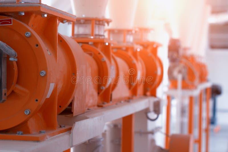 Mjöl för mat för produktionseminarium för tillverkning av, bearbeta av korn in i mjöl, modern produktion, bransch, breadstuff arkivbild