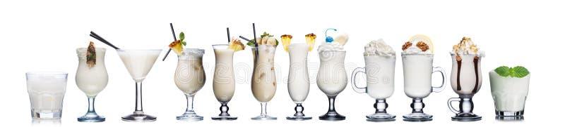 Mjölka coctailar som isoleras på vit royaltyfri bild