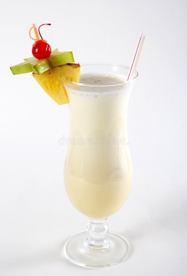 Mjölka coctailen med ananas och carom arkivfoton
