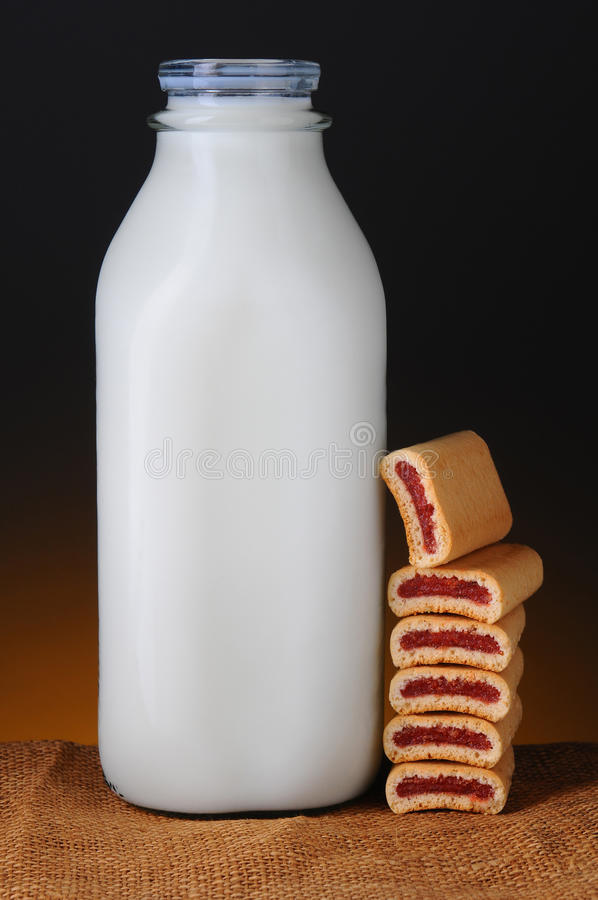 Mjölka, och frukt bommar för royaltyfri foto