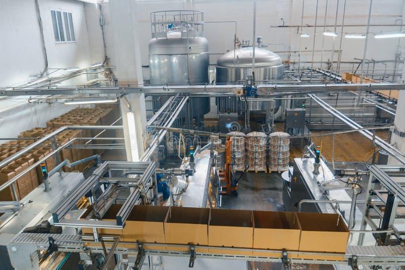 Mjölka och osttillverkningväxten royaltyfri foto