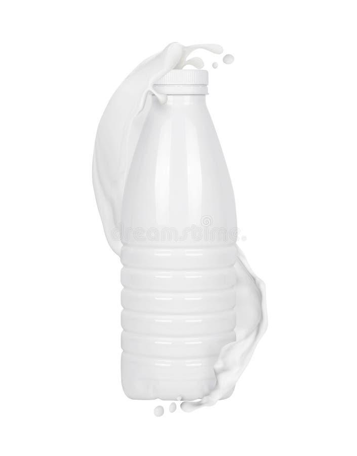 Mjölka snedstreck med den vita plast- flaskan fotografering för bildbyråer