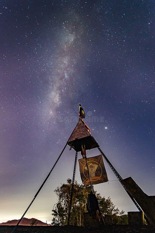 Mjölkaktig väg ovanför Malaysia royaltyfria foton