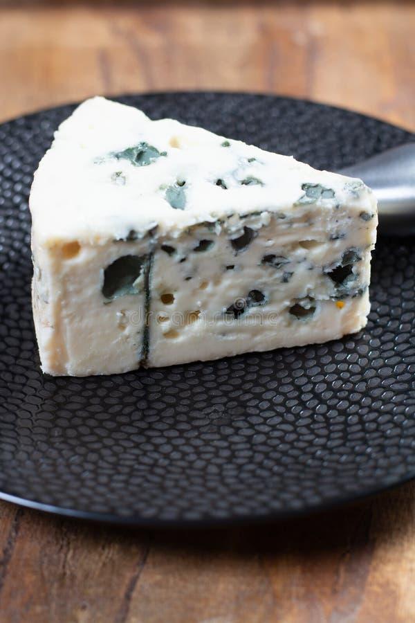 Mjölkar mjuk fransk ost för roquefort som göras från får, på söder av Frankrike, en av världens bästa bekanta ädelostar med den b royaltyfria bilder