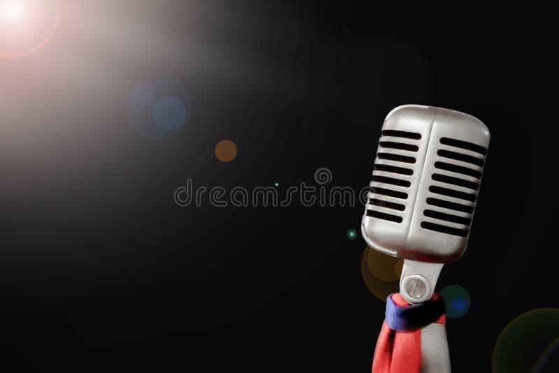 Mjuk fokus, Retro teknologi f?r mikrofontappning, utrustning p? etappshowklassiska musiken, royaltyfri bild