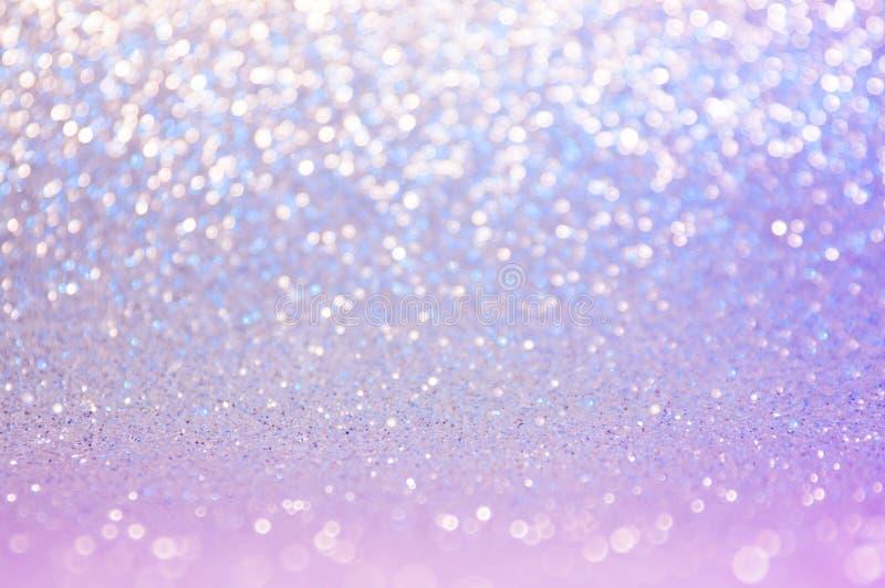 Mjuk ultraviolett bildabstrakt begreppbokeh, purpurfärgad, rosa blå färg med ljus bakgrund Ultraviolett nattljuselegans, slät mas royaltyfri bild