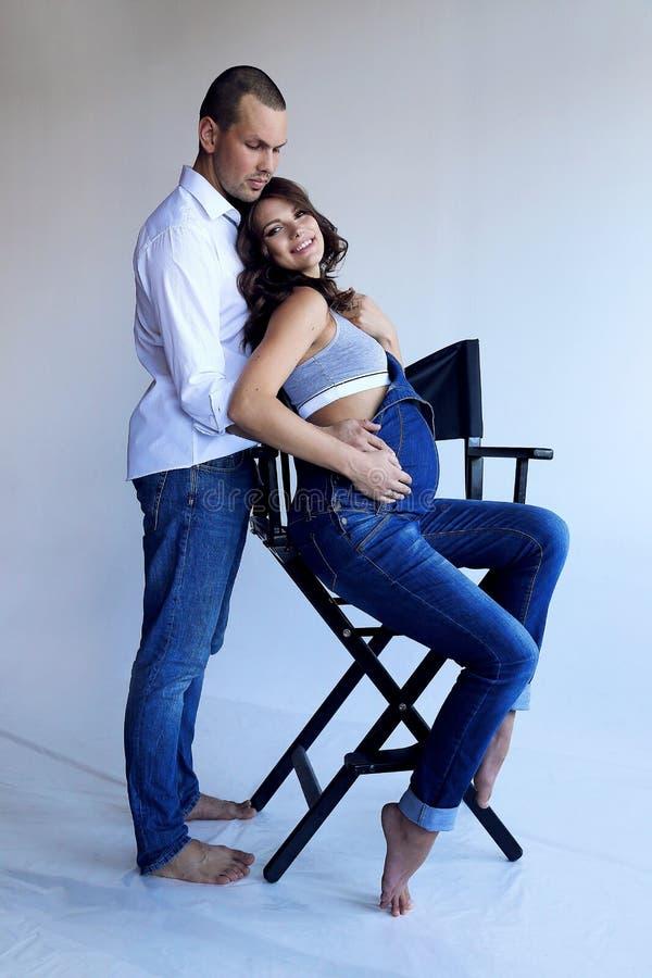 Mjuka par i tillfällig kläder royaltyfri foto