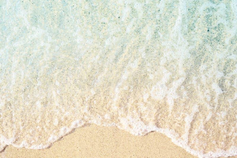 Mjuka vågor med skum arkivfoton