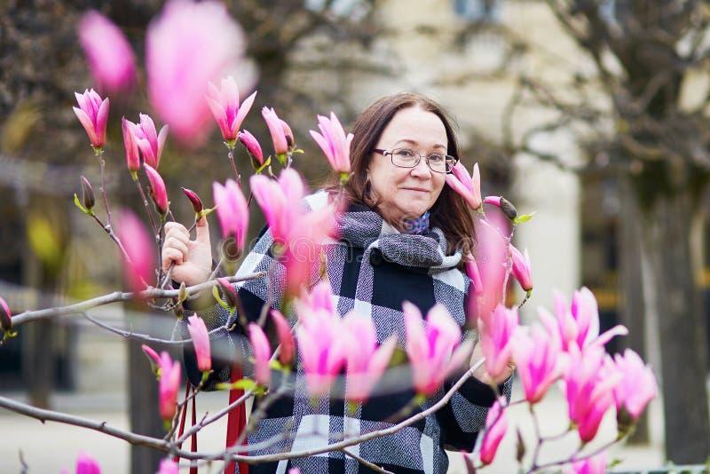 MKiddle-Greisin in Paris an einem Frühlingstag lizenzfreie stockfotografie