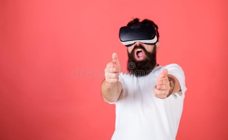 Mknąca galeria VR Pierwszy osoba strzelający pokazuje jak uzależniający VR mógł być Obsługuje ręka gest gdy armatnia sztuka strze zdjęcia royalty free
