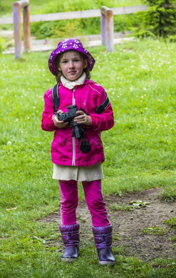 Mknąca mała dziewczynka zdjęcia stock