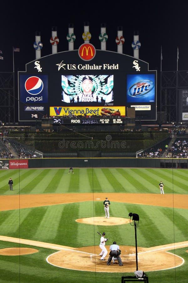 MLB - Basebol da noite em Chicago fotos de stock