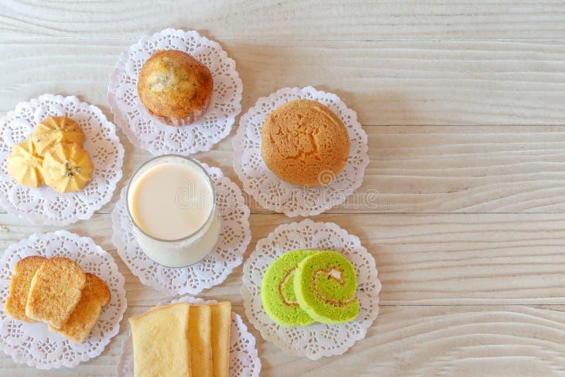 Mleko, babeczka, Tortowa rolka, czosnku chleb, masło chleb, Bananowa babeczka i ciastko, obrazy royalty free