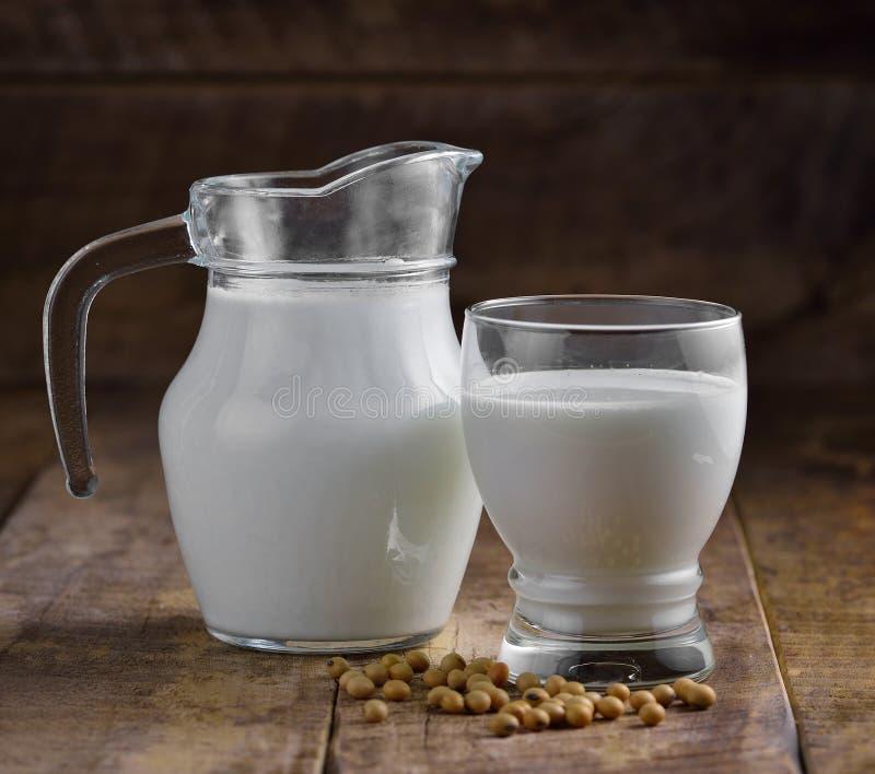 Mleko i soje w szkle zdjęcie stock