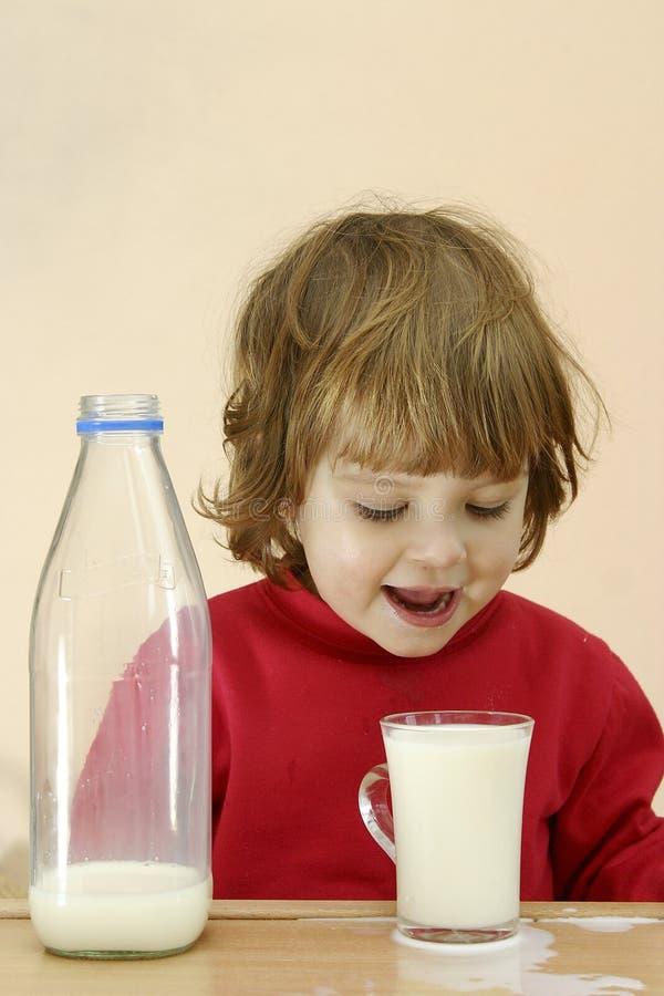 mleko musi dzieci napojów. zdjęcie royalty free
