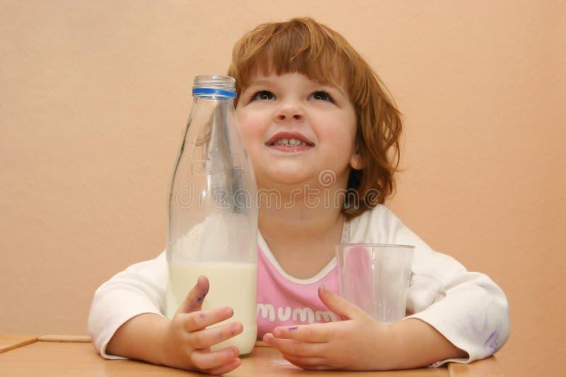 mleko musi dzieci napojów. obrazy royalty free