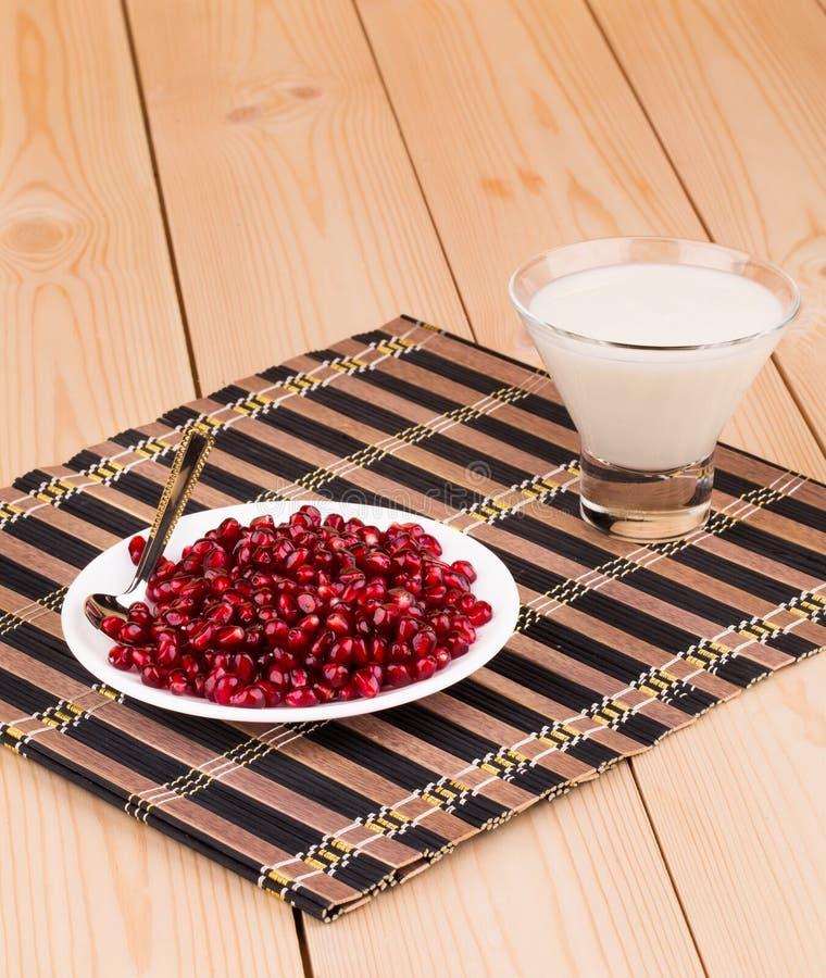 Mleko z adra granatowiec zdjęcie royalty free