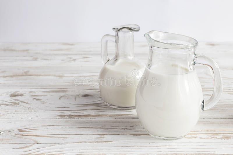 Mleko zgrzyta na drewnianym tle zdjęcie stock