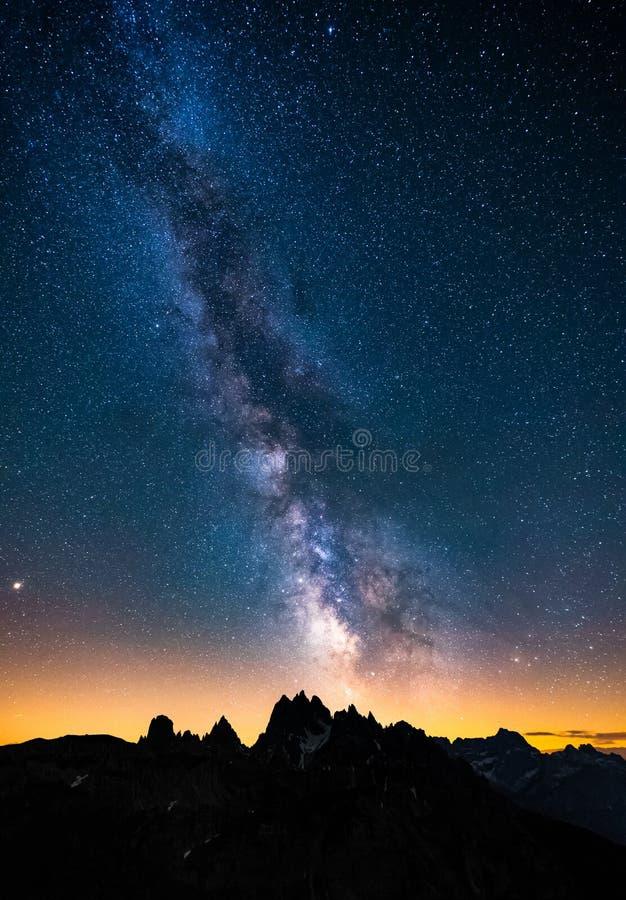 Mliky-Weise über den Alpen Berg, Dolomit, Europa, Italien lizenzfreies stockbild
